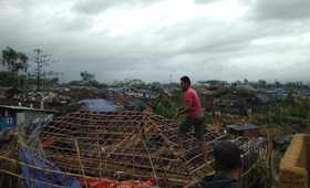 Refugees in Kutupalong camp in Bangladesh rebuild their homes after Cyclone Mora tore through the area. Photo: UNHCR/Shinji Kubo